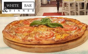 Невероятен вкус от Апенините със 71% отстъпка! Пица Неаполитана от пълнозърнесто тесто с квас, от White Bar and Dinner