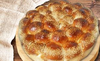 Солена погача - без или със сирене, или вита баница със сирене, от Пекарната на Ъгъла
