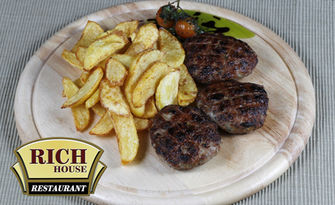 Телешки кюфтета с гарнитура пържени картофки или ципура филе на жар с гарнитура спаначено пюре, от Ресторант Rich House