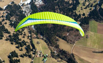 Панорамен тандемен полет с парапланер над морето или Шуменското плато, плюс HD заснемане, от Летателен клуб Дедал