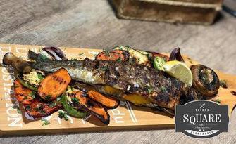 Апетитно хапване! Пъстърва на барбекю с гриловани зеленчуци, от Tavern Square