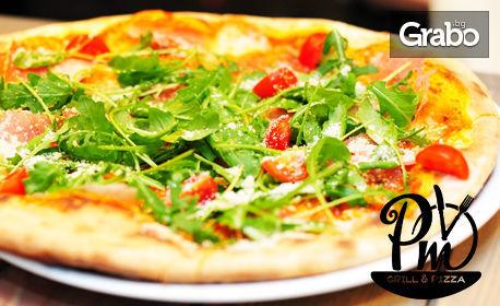 Ръчно приготвена пица, по избор, плюс малка бира или чаша вино