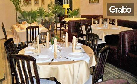 Романтична почивка в Царево! 2 или 3 нощувки за двама със закуски и възможност за вечери