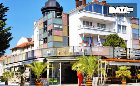 Почивка в Несебър до края на Октомври! Нощувка с възможност за закуска и вечеря - на 150м от плажа