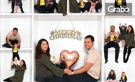 """Коледна семейна фотосесия """"In the box"""" в студио, с 14 или 18 обработени кадъра и 2 колажа със заснетите кадри"""
