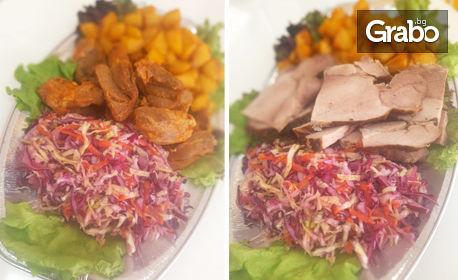 Хапване за вкъщи! 2кг или 2.5кг плато с месце и картофки - без или със 4 броя десерт по избор