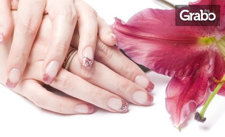 Маникюр с гел лак - без или със заздравяване на ноктите с каучукова база