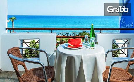 Почивка на Халкидики! 7 нощувки със закуски и вечери в Хотел Dolphin Beach***