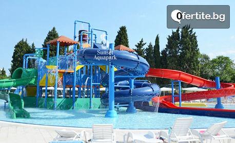 Летни приключения в Поморие! Еднодневен вход за аквапарк с 32 водни пързалки