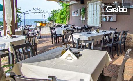 През Юни на море в Лозенец! 2 или 3 нощувки за двама със закуски и вечери, плюс външен басейн