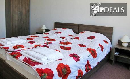 Цяло лято в Созопол! 2 или 3 нощувки за до четирима възрастни с едно дете до 12г, плюс паркинг