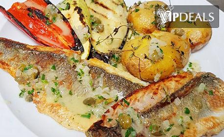 Комбинирана разядка, пържен сафрид, пилешко филе с гарнитура или филе от лаврак