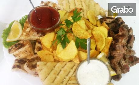 2.020кг плато с пилешко и свинско месце, пържени картофки, пърленка и два вида сос