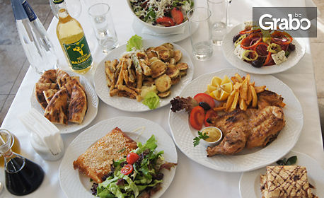 Ризото със зеленчуци, сардела или гаврос по гръцки, свинско бон филе, или пилешко месо на скара
