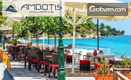 Ранни записвания за почивка на Халкидики! 3 или 4 нощувки със закуски и вечери за двама в Xenios Dolphin Beach***, Посиди