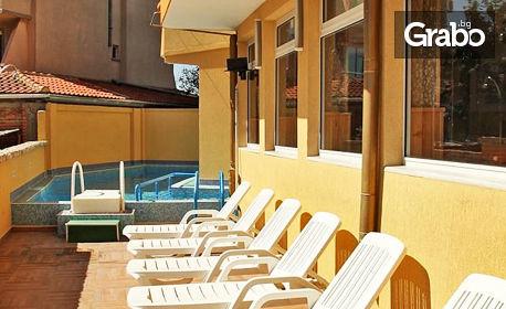 Цяло лято в Равда! Нощувка със закуски - без или със вечеря, плюс басейн - на 250м от плажа
