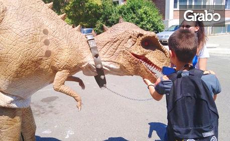 """Вход за """"Динозавърско шоу"""" на 9 Август, плюс разходка в Замъка в Равадиново - за възрастен и дете на 7 - 16г"""