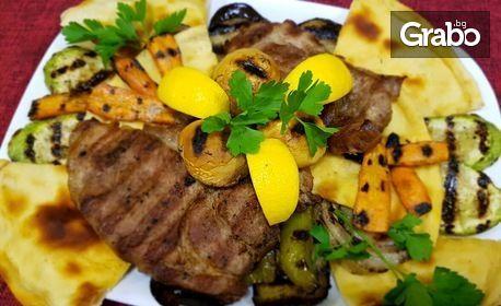 650гр плато със свинско или пилешко месце, пресни зеленчуци на плоча и пърленка