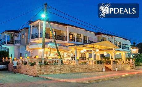 Почивка на Халкидики, Ситония през Май! 2 или 3 нощувки със закуски за до четирима - на 20м от плажа
