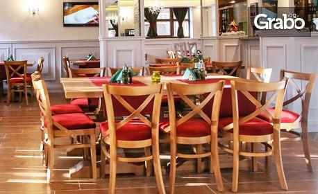 Свежа отмора в Банско! 2 или 3 нощувки с възможност за закуски и вечери, плюс басейни