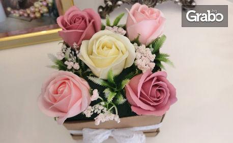 5 ароматизирани сапунени рози - в ръчно изработена кутия с дантела и надпис