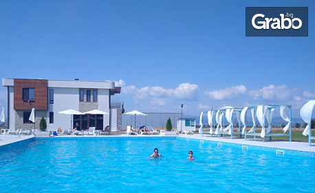 Вход за цял ден ползване на басейн, чадър и шезлонг - в Гара Елин Пелин