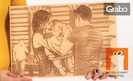Гравюра върху дървена плочка със снимка и текст по избор на клиента