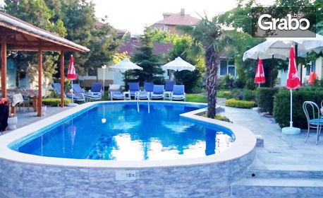 изображение за оферта Открийте сезона в Равда! 2 или 3 нощувки със закуски, плюс басейн, от Семеен хотел Атлантик**