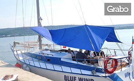 2 часа разходка с яхта във Варненския залив, плюс напитка