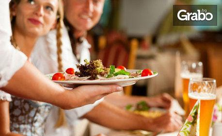 Куверт за 15 или 20 човека със салата, основно ястие и десерт