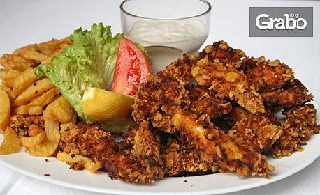 1.5кг плато с пилешки флейки с корнфлейкс и мед, млечен сос, пресни пържени картофи