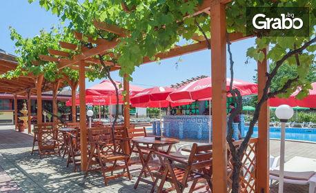 Лято в Лозенец! Нощувка с ползване на басейн, шезлонг и чадър