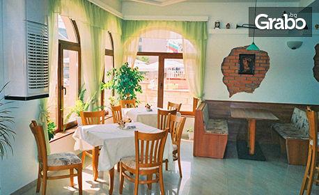 Цяло лято в Кранево! Нощувка с възможност за закуска и вечеря, плюс басейн и паркинг - на 150м от морския бряг