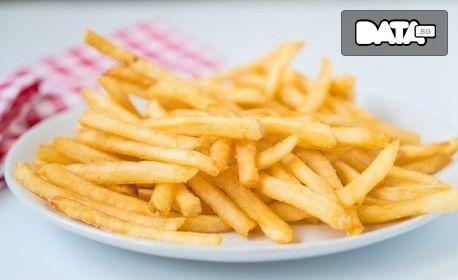 Плато с пилешки крилца и пържени картофки - без или със свински вратни пържолки, кебапчета и кюфтета