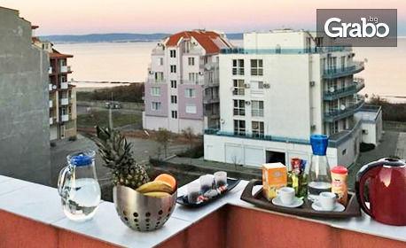 Цяло лято в Поморие! 2 или 3 нощувки за до четирима - в оборудвано студио или апартамент - на 20м от плажа