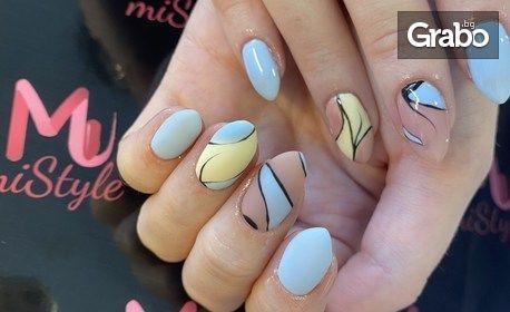 Маникюр с гел лак или изгражадане на нокти с гел, плюс 2 декорации и възможност за парафинова терапия за ръце