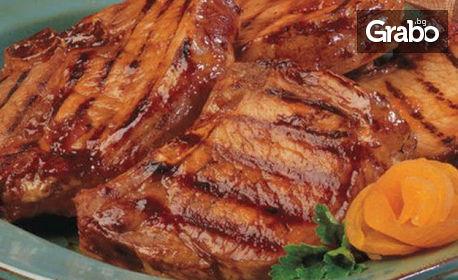 1кг свински вратни пържолки или ребърца, плюс 1кг пържени картофки