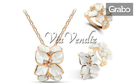 """Комплект бижута """"Бяла роза"""" или """"Черна роза"""" - колие, обеци и пръстен с австрийски кристали и златно покритие"""