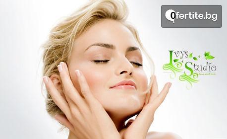 Диамантено микродермабразио на лице, плюс фотон терапия за сияйна и ревитализирана кожа