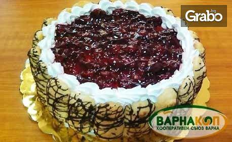 Почерпка за цялото семейство! Шоколадова торта с орехи и стафиди или бишкотена торта с вишни
