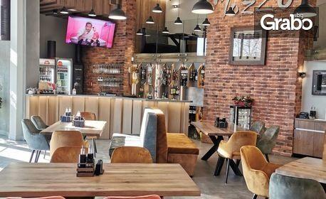 Хапни в нов и стилен ресторант за свежи преживявания! Салата и основно ястие, по избор