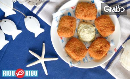 5 или 10 хрупкави хапки от бяла риба със сирене по средиземноморски, плюс сос по избор