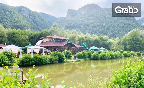 Релакс в Тетевенския Балкан! Нощувка със закуска, с възможност за риболов и езда - в Рибарица