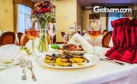 През Септември и Октомври във Велинград! Нощувка със закуска и вечеря за двама, плюс басейн и релакс зона