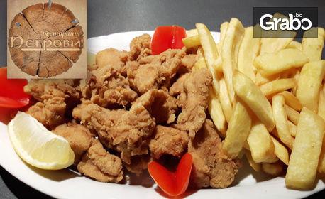 Пилешки хапки пане и пържени картофи