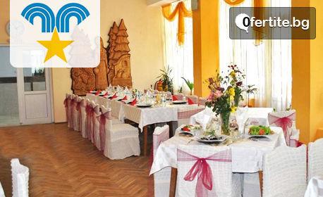 Коледа край Троян! 5 нощувки със закуски, обеди и вечери - едната празнична, плюс преглед и процедури - в с. Шипково