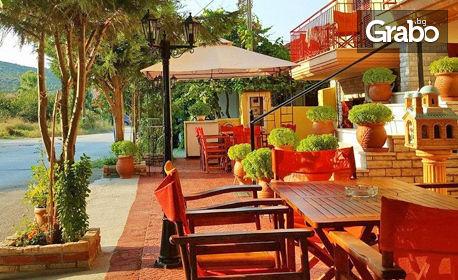 Август на гръцкия остров Амулиани! 3, 4 или 5 нощувки със закуски за двама, трима или четирима