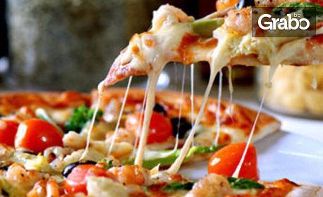 Италиански вкусотии! Голяма пица или талиатели, плюс салата