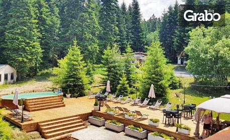 Семейна почивка в Боровец! Нощувка за двама възрастни и едно дете, плюс басейн и сауна