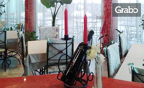 Свети Валентин за двама в Трявна! 2 нощувки със закуски и една вечеря